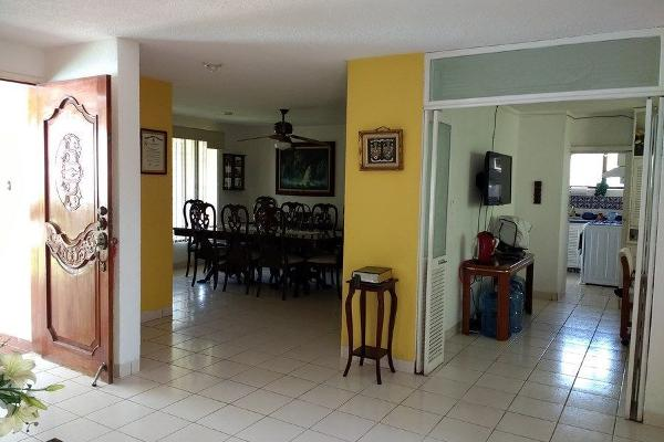 Foto de casa en venta en  , jardines del norte, mérida, yucatán, 14038617 No. 02
