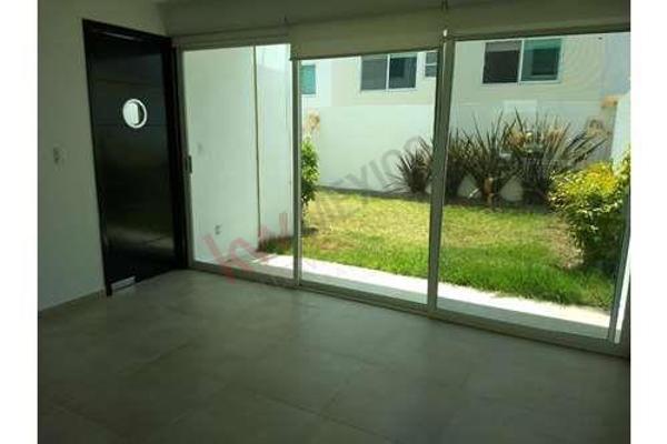 Foto de casa en venta en  , la isla lomas de angelópolis, san andrés cholula, puebla, 8853691 No. 01