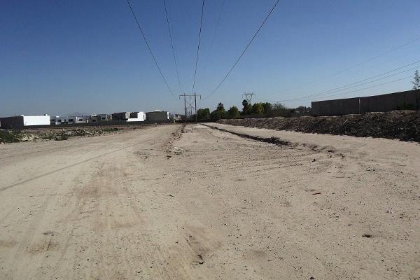 Foto de terreno habitacional en venta en  , las trojes, torreón, coahuila de zaragoza, 2737334 No. 03