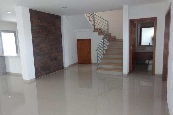 Foto de casa en venta en  , milenio iii fase b sección 10, querétaro, querétaro, 0 No. 04