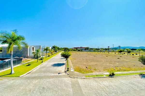 Foto de terreno habitacional en venta en namibia 538, colinas de santa fe, colima, colima, 14415979 No. 02