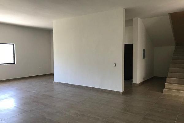 Foto de casa en venta en  , palmares residencial, monterrey, nuevo león, 7954993 No. 02