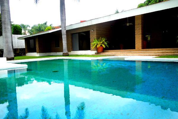 Foto de casa en venta en  , palmira tinguindin, cuernavaca, morelos, 2622463 No. 01