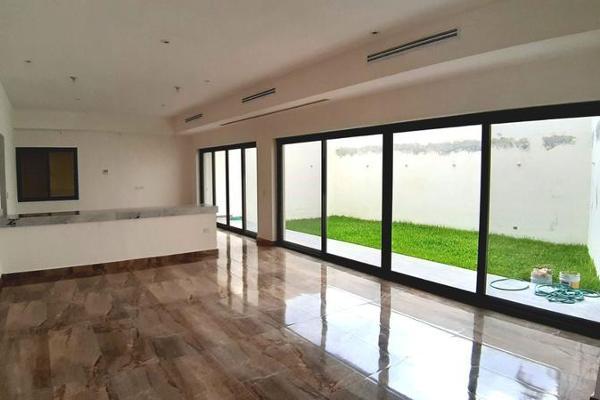 Foto de casa en venta en  , privada fundadores 1 sector, monterrey, nuevo león, 7955450 No. 01