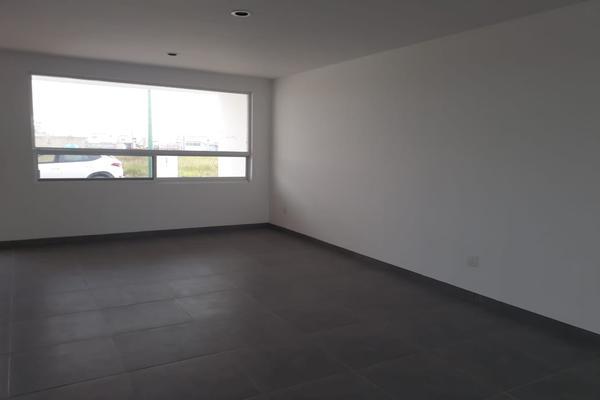 Foto de casa en venta en puerta de san ezequiel , fraccionamiento paseos de las torres, león, guanajuato, 8383061 No. 02