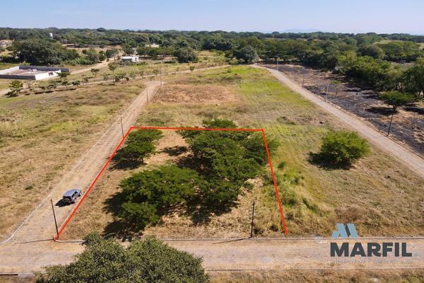 Foto de terreno habitacional en venta en  , real nogueras, comala, colima, 18467343 No. 01