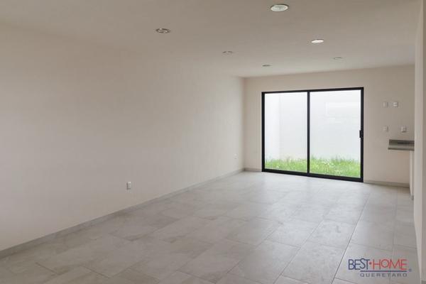 Foto de casa en venta en  , residencial el refugio, querétaro, querétaro, 14036161 No. 02