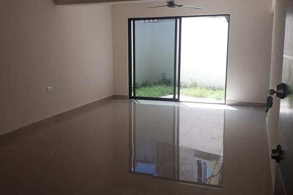 Foto de casa en venta en  , san carlos, mérida, yucatán, 14038756 No. 02
