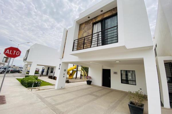 Foto de casa en venta en s/n , cerrada las palmas ii, torreón, coahuila de zaragoza, 20585527 No. 02