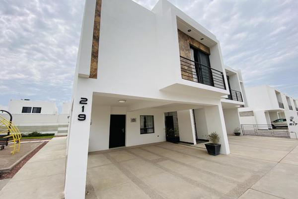 Foto de casa en venta en s/n , cerrada las palmas ii, torreón, coahuila de zaragoza, 20585527 No. 03