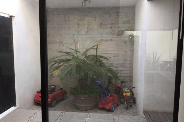 Foto de casa en venta en s/n , nogalar del campestre, saltillo, coahuila de zaragoza, 9952894 No. 03