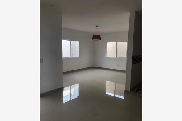 Foto de casa en venta en s/n , nogalar del campestre, saltillo, coahuila de zaragoza, 9960860 No. 01