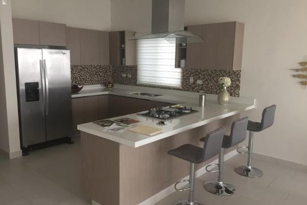 Foto de casa en venta en s/n , privada ciudad las torres 2 sector, saltillo, coahuila de zaragoza, 9977518 No. 03