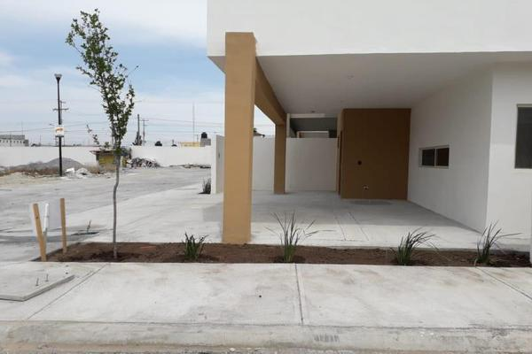 Foto de casa en venta en s/n , ramos arizpe centro, ramos arizpe, coahuila de zaragoza, 9970675 No. 02
