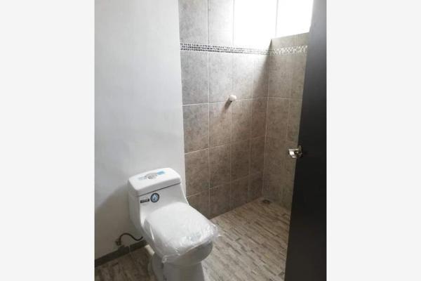 Foto de casa en venta en s/n , rosales de la aurora, saltillo, coahuila de zaragoza, 9984229 No. 02