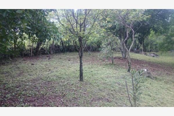 Foto de terreno habitacional en venta en  , chisco, tepoztlán, morelos, 8862024 No. 01
