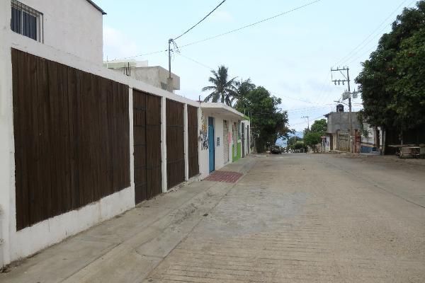Foto de casa en venta en tercera oriente s/n , escondido, san juan mixtepec dto. 08, oaxaca, 5294160 No. 01