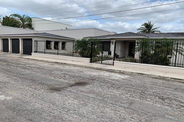 Foto de casa en venta en  , villas del sol, mérida, yucatán, 13397719 No. 01