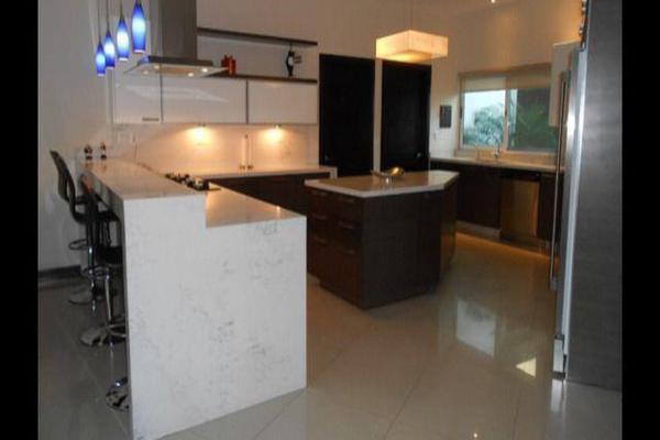 Foto de casa en venta en  , zona fuentes del valle, san pedro garza garcía, nuevo león, 7958295 No. 01