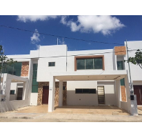 Foto de casa en venta en  , residencial bancarios, mérida, yucatán, 2811900 No. 01